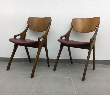 Pair of dining chairs by Arne Hovmand Olsen for Mogens Kold, 1950s