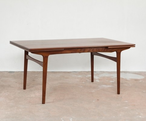 Dining table by Johannes Andersen for Uldum Møbelfabrik, 1960s