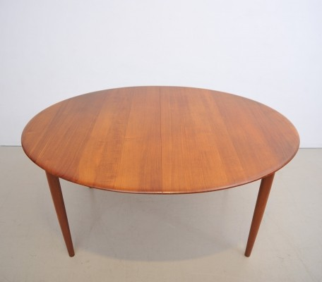 Model 311 dining table by Peter Hvidt & Orla Mølgaard Nielsen for Søborg Møbelfabrik, 1950s