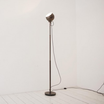 Extending floor lamp by Reggiani
