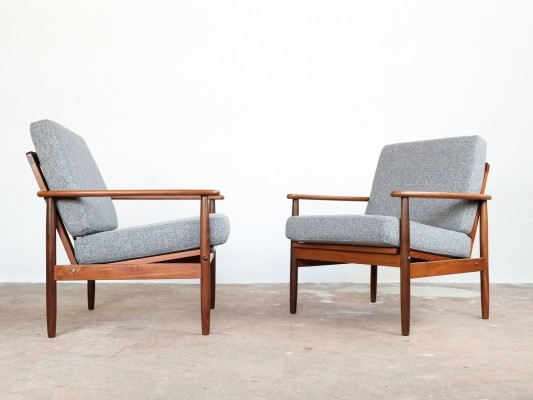 Danish pair of easy chairs with new cushions in fabric, 1960s