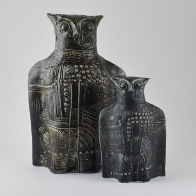 2 ceramic owls designed by Bertil Vallien