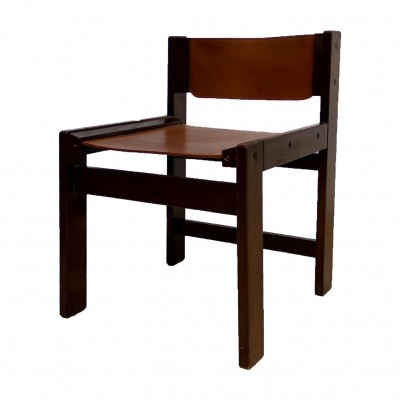 Four dinner chairs in thick cognac harness leather & rare squared oak frame
