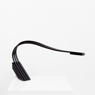 Organic black WAVE desk lamp consisting of 3 curved tracks