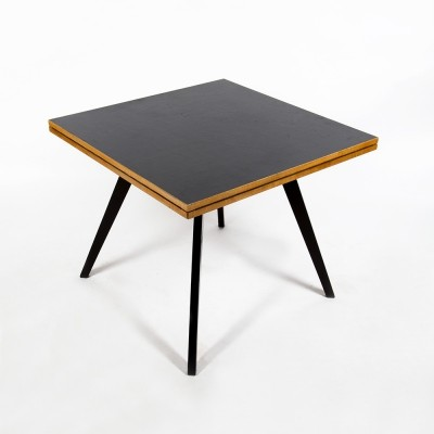 Iconic maple 'Quadratrundtisch' table by Max Bill for Horgen Glarus