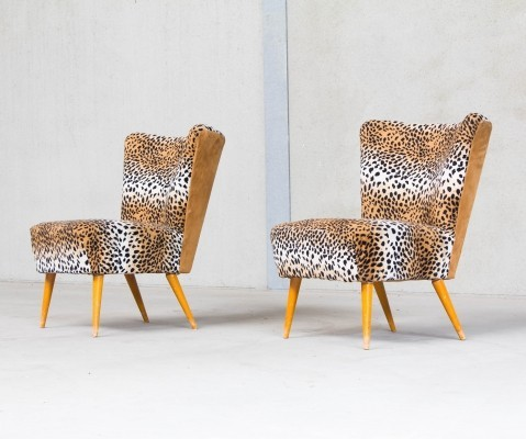 Set of two cocktail chairs in leopard print
