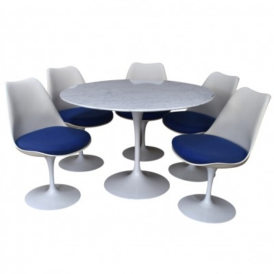 Round marble dinner set by Saarinen for Knoll