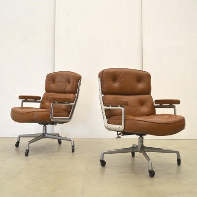 Two ES104 Lobby Chairs by Charles & Ray Eames for Herman Miller