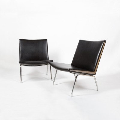 Nice pair of easy chairs designed by Hans Wegner in 1959