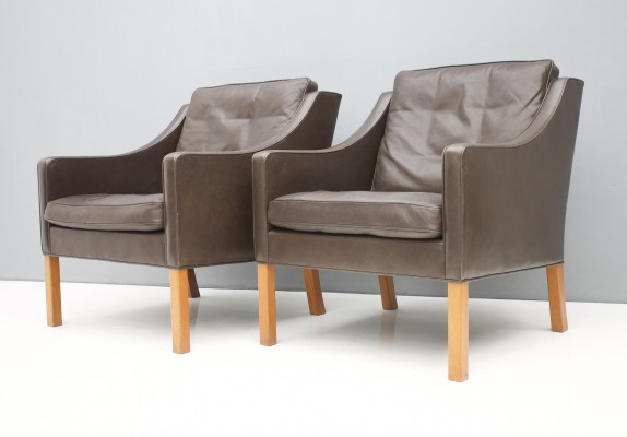 Pair of Børge Mogensen 'Model 2207' Lounge Chairs in Chocolate Brown Leather