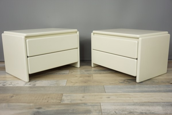 Pair of White Lacquered Bedside Tables, 1980s