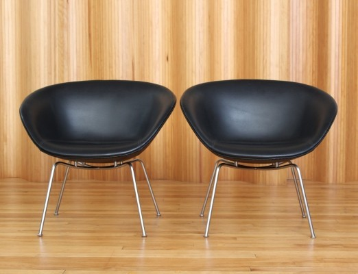 Arne Jacobsen model 3318 Pot chairs by Fritz Hansen Denmark