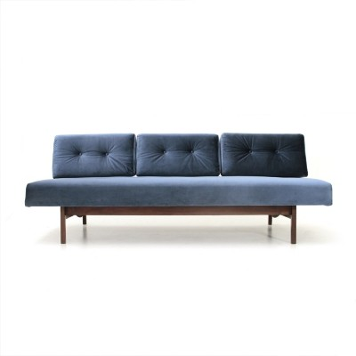 Mid century Italian blue velvet 'model 872' sofa by Gianfranco Frattini for Cassina