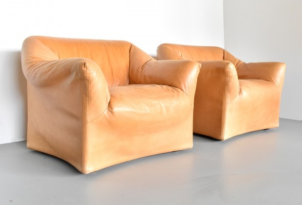 Pair of model 685 lounge chairs by Mario Bellini for Cassina, 1980s