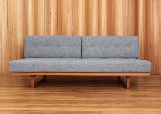 Borge Mogensen oak 'model 4312' day bed / sofa bed by Fredericia Stolefabrik