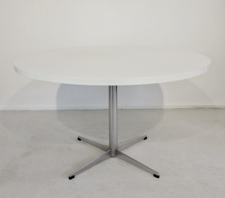Vintage '70 Pastoe table with a white round laminated top on a chromed iron foot