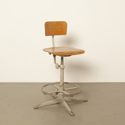 Ahrend Cirkel work stool with foot-ring