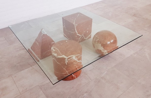 Red marble 'Metaphora' coffee table, 1980s