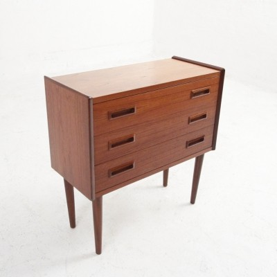 Smaller chest of drawers in teak with three drawers
