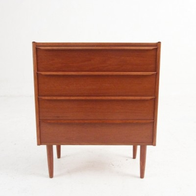 Smaller chest of drawers in teak with four drawers