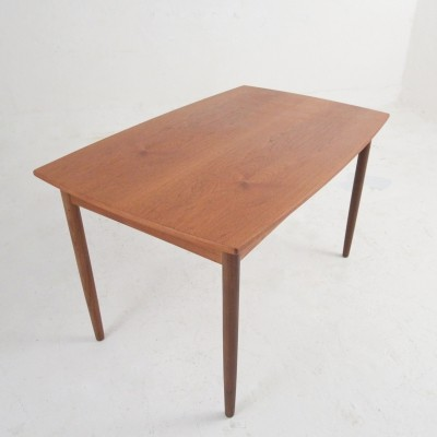 Dining table in teak with extension