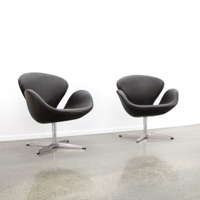 2 x Swan arm chair by Arne Jacobsen for Fritz Hansen, 1990s