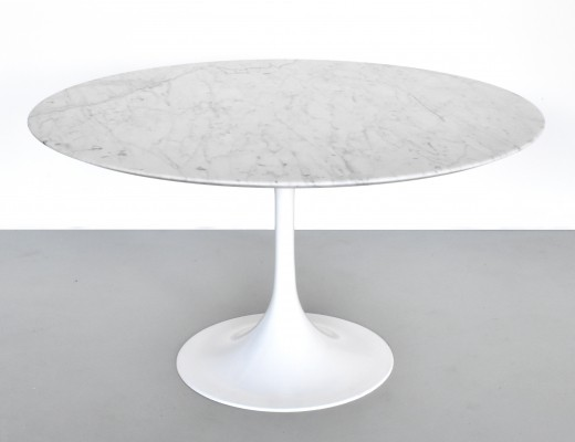 White marble Tulip Table, Italy 1970s