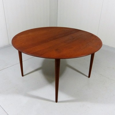 Peter Hvidt Coffee Table in Solid Teak