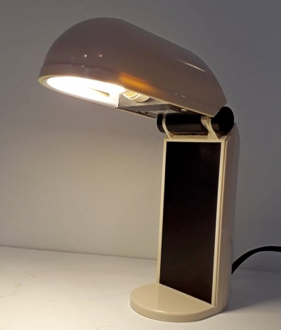 Face wall or desk lamp by Vrieland