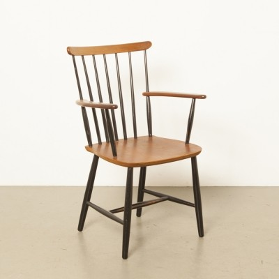 Spindle chair with armrests