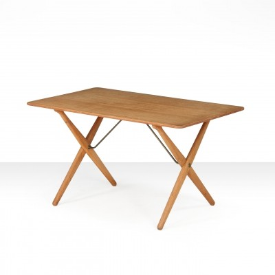 Hans Wegner 'AT 308' oak coffee table with cross-leg frame, Denmark 1950s