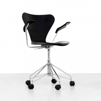 2 x model 3217 office chair by Arne Jacobsen for Fritz Hansen, 1980s