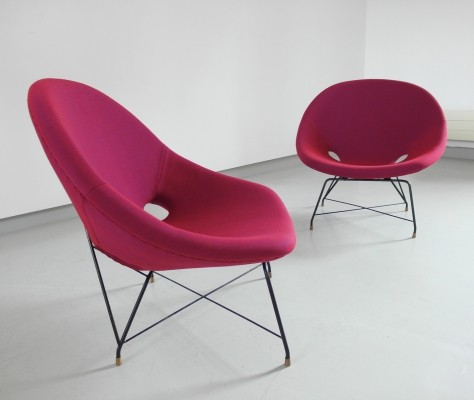 Augusto Bozzi Pair of Cosmos Lounge Chairs in Raspberry for Saporiti, Italy 1954