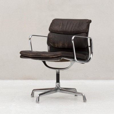 Soft pad Aluminium Group desk chair by Charles & Ray Eames for Herman Miller