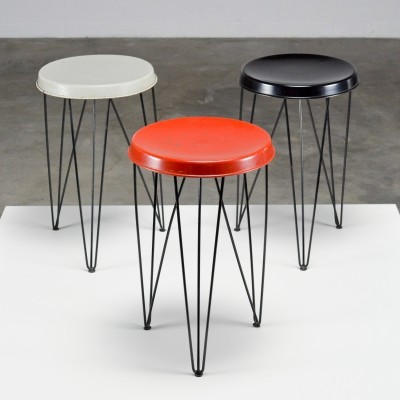 Metal hairpin stool set by Pilastro