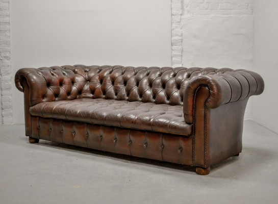 Tufted Chestnut Deep Brown Leather Three-Seat Chesterfield Sofa, England 1950s