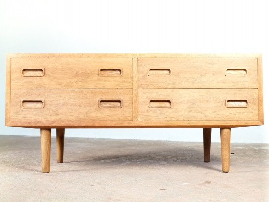 Chest of 2x2 drawers in oak by Hundevad, Denmark 1960s