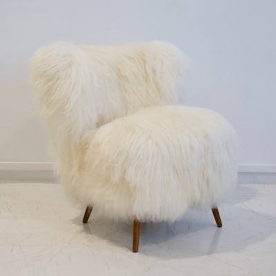 White Lambskin Upholstered Lounge Chair