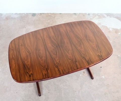 Danish extendable oval dining table in rosewood by Skovby, 1960s
