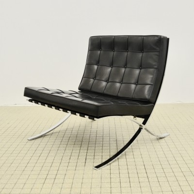 Vintage Knoll 'Barcelona' lounge chair by Ludwig Mies van der Rohe, 1997