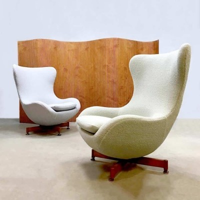 Vintage design wingback swivel Egg chairs