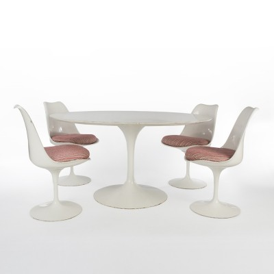 Tulip dinner set by Eero Saarinen for Knoll, 1970s