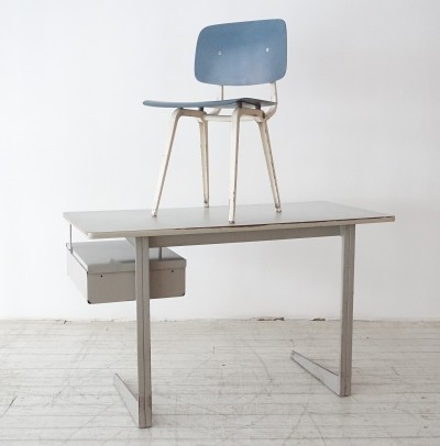 Result desk + Revolt chair by Friso Kramer for Ahrend de Cirkel