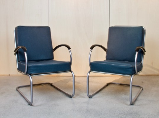 Cantilever lounge chair model 409 designed by W.H. Gispen in 1933, executed 1976