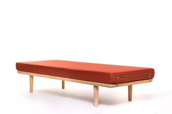 Vintage oak daybed by Hans Wegner for Getama with brass details