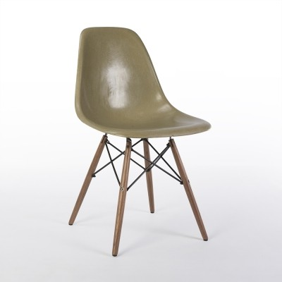Umber Herman Miller Original Vintage Eames DSW Side Shell Chair