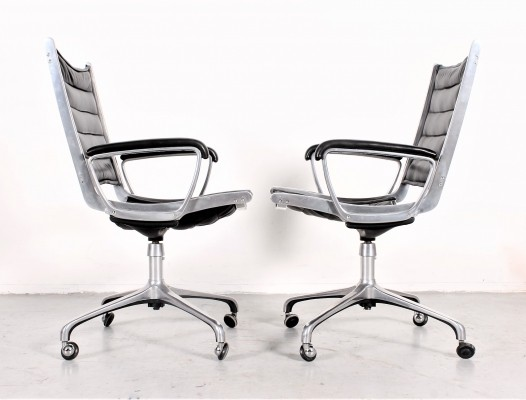 Black leather Gamma swivel chair by Paul Tuttle for Strässle