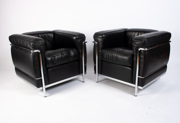 Pair of Black Leather & Chrome 'LC2' lounge chairs by Le Corbusier for Cassina