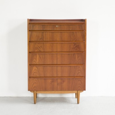 Danish chest of 6 drawers in teak with oak foot 1960s