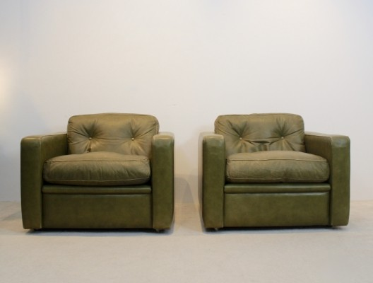Pair of Lounge Chairs by Poltrona Frau in Olive green leather